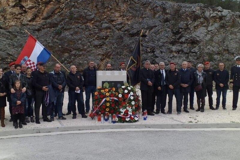 Kod Bistrine otkriven spomenik poginulom hrvatskom branitelju Vlahi Masloviću