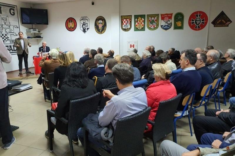 "Održana večer domoljubne poezije i predstavljanje zbornika ""Vukovaru-Škabrnji H Memento poetika"""