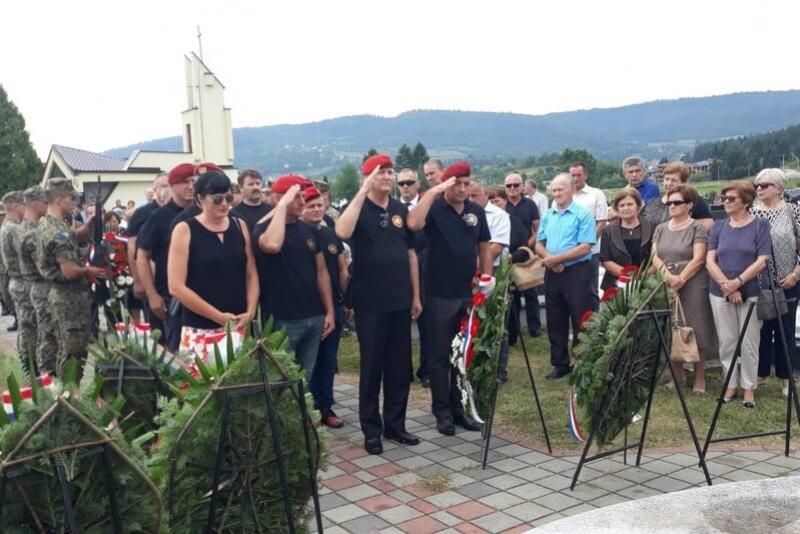 Veterani 4. gardijske brigade na obilježavanju 26. obljetnice stradanja bugojanskih Hrvata