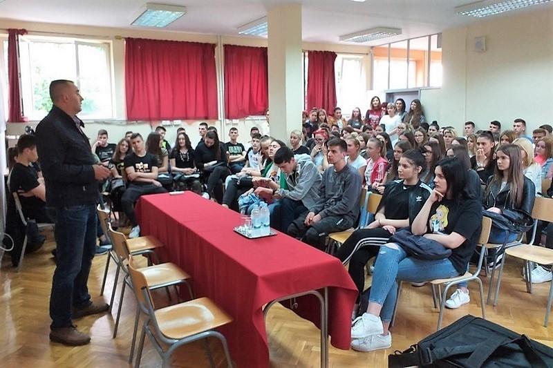 Veterani 4. gardijske brigade održali sat povijesti u srednjoj Ekonomsko-birotehničkoj školi u Splitu