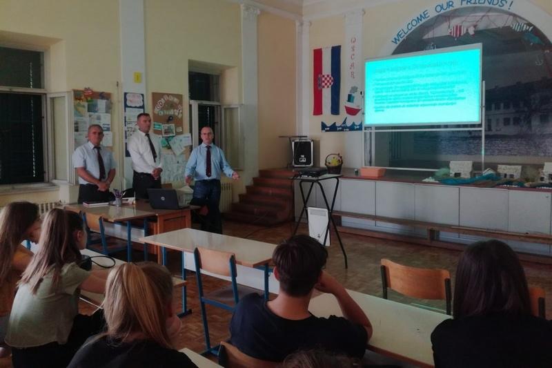 "Veterani 4. gardijske brigade održali predavanje u Osnovnoj školi ""Manuš"" Split"