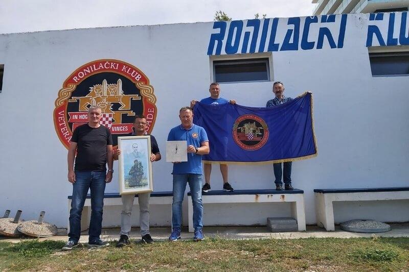 Udruga veterana 4. gardijske brigade darivala Ronilačkom klubu veterana 4. gardijske brigade