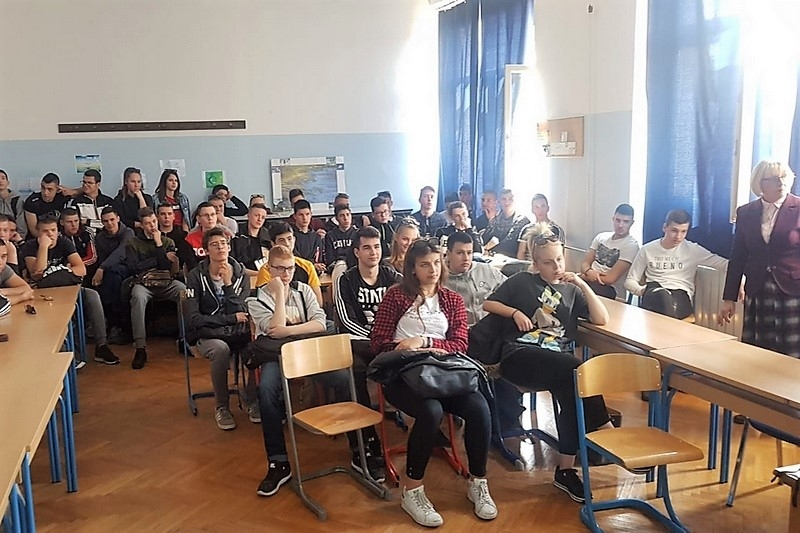 Veterani 4. gardijske brigade održali predavanje o Domovinskom ratu Pomorskoj školi Split