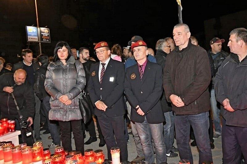 """""""I u mom gradu Vukovar svijetli"""" Veterani 4. gardijske brigade u Splitu zapalili svijeće u spomen na žrtvu Vukovara"""