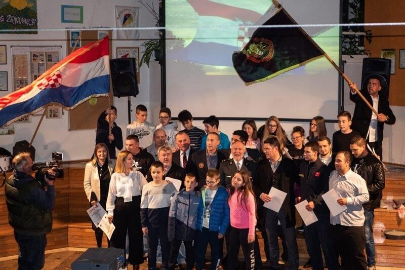 "Veterani 4. gardijske brigade gostovali na glazbeno scenskom - spektaklu Osnovne škole ""Žrnovnica"""