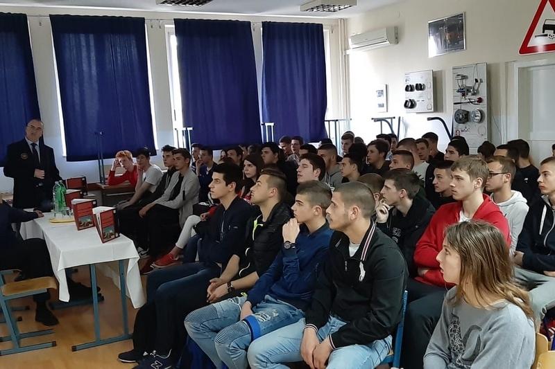 Veterani 4. gardijske brigade učenicima Srednje tehničke prometne škole Split održali predavanje o Domovinskom ratu